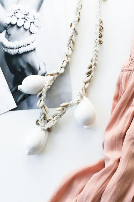 Collier coquillages cauris - suspension coquillages cauris - collier coton - déco de bali - collier bali - bazar bizar - wkhdeco