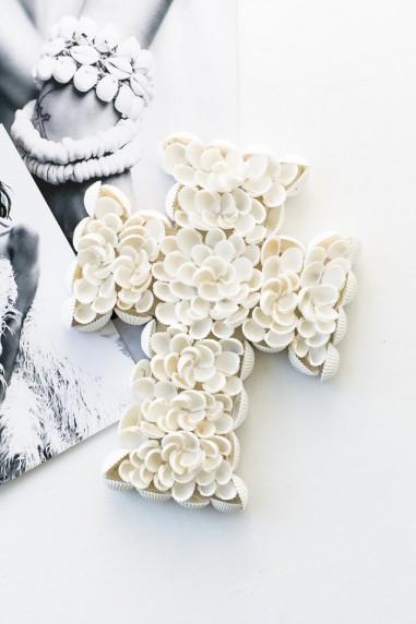 Croix en coquillages blancs - croix bali - déco de bali - bazar bizar - wkhdeco