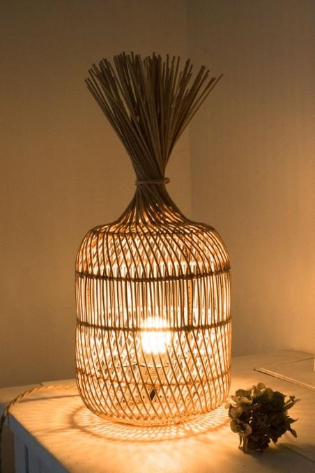 Lampe en rotin - lampe à poser - lampe tendance  - bohème - deco de bali - bazar bizar - wkhdeco