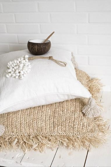 coussin berbere blanc à pompons beiges - coussin marocain - wkhdeco