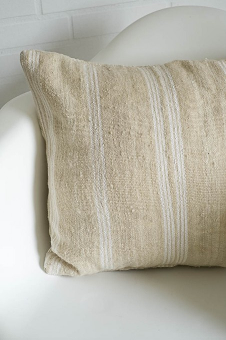 coussin kilim berbere laine rectangle blanc rayures wkhdeco