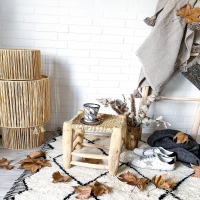 Ambiance automnale 🍂  Tu la vois cette lampe XXL là en bas à gauche ??? Elle est belle hein ?!   Retrouve-là en ligne sur la boutique samedi soir à 19h avec les dernières nouveautés de cet automne !   En route vers Noël 🎄  Belle soirée 💫   #wkhdeco #luminaire #lampe #raphia #lamperaphia #bohemedecor #objetsuniques #inspideco #ideedecoration #ideedeco #laminutedeco #decomaison #instadecoration #interior123 #scandiboho #decoscandinave #scandinave #ethnique #boheme #instahome #interior2you #interior4all #decosalon #decorationsalon #decorationinterieur